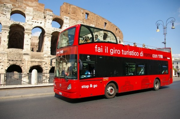 110 bus Colosseo 600x398 Hop On/Hop Off Buses in Rome