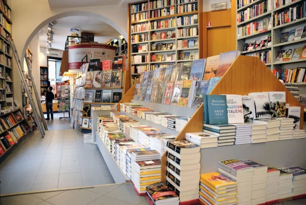 Arion Bookstores veneto 600x402 English Bookstores in Rome