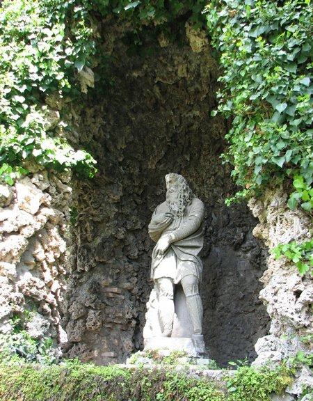 statue in Villa D'Este
