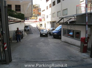 pappio3 thumb1 Parking in Rome!