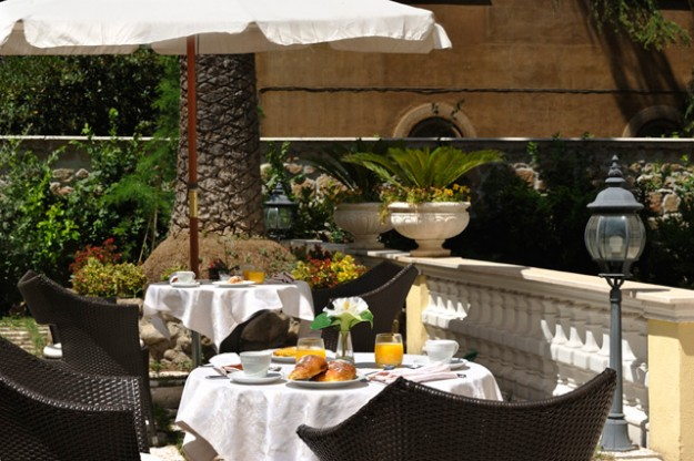 20 Roof Garden at Hotel Villa Pinciana02 625x416 Rooftop Bars and Restaurants in Rome