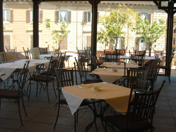 58 Roof Garden of Hotel dei Consoli02 600x450 Rooftop Bars and Restaurants in Rome