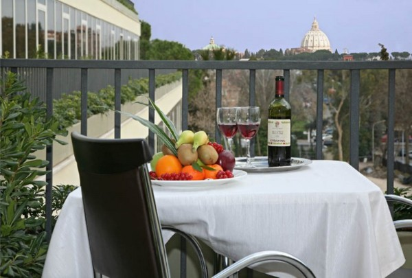 59 Rooftop Jacuzzi Bar at Cardinal Hotel02 600x405 Rooftop Bars and Restaurants in Rome