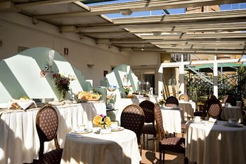 72 Hotel Borromeo01 Rooftop Bars and Restaurants in Rome