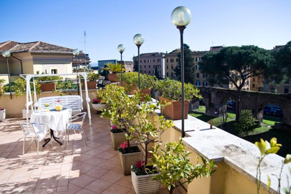 78 Sunroof Terrace of Hotel Bled01 600x400 Rooftop Bars and Restaurants in Rome