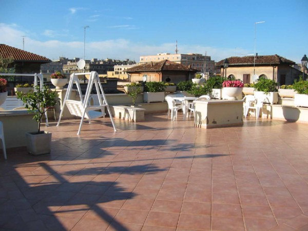 79 Roof Terrace at Hotel Daniela01 600x450 Rooftop Bars and Restaurants in Rome