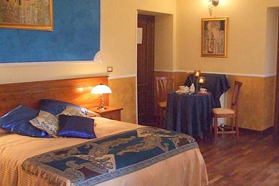 TamarasSuites9 thumb Best Hotels and B&B's in Trastevere
