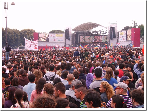 Rome concert 1 5 2007 crowd 2 thumb May 1st, Labor Day Celebrations   €1 Entry Fees Across Italy